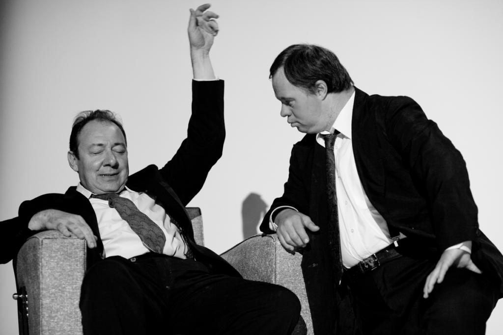 Hervé Pierre and Pascal Duquenne playing Tu Tiens sur tous les Fronts - Olivier Pasquet